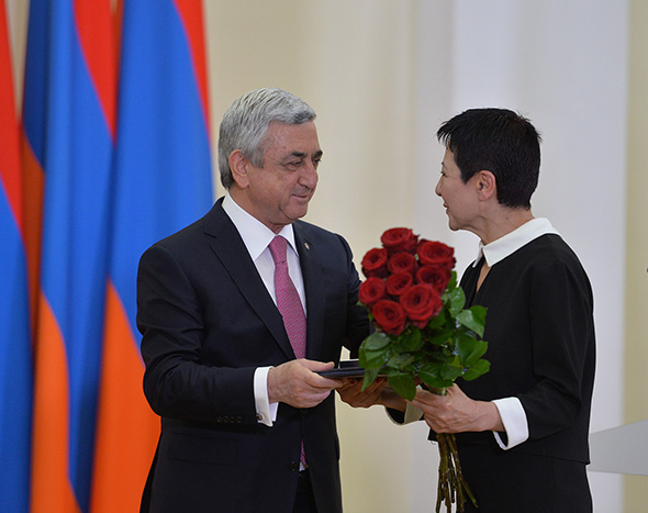 The President of Bridge of Hope Susanna Tadevosyan with Serj Sargsyan at the Award Ceremony